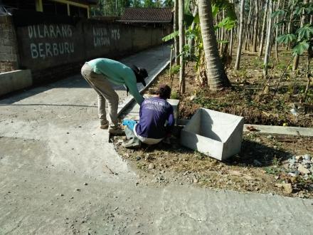 Pemasangan Prasasti RT 06