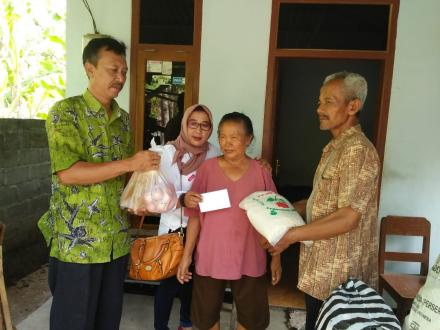 Pemberian Bantuan Kepada Masyarakat Kurang Mampu
